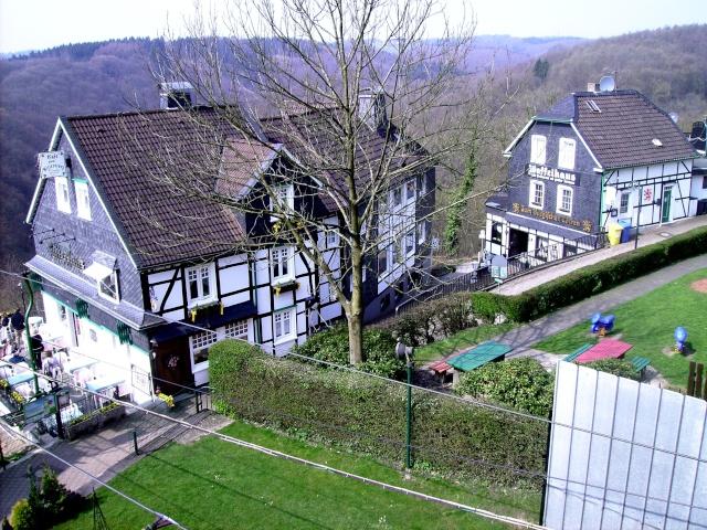 Fruehlingsspaziergang-Schloss Burg an der Wupper. Sb2110