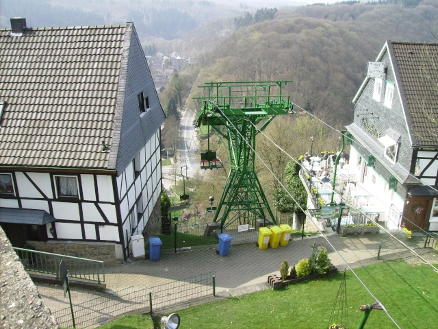 Fruehlingsspaziergang-Schloss Burg an der Wupper. Sb2210