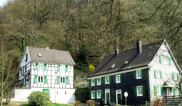 Fruehlingsspaziergang-Schloss Burg an der Wupper. Sb310