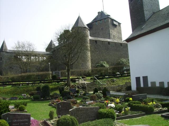 Fruehlingsspaziergang-Schloss Burg an der Wupper. Sb3410