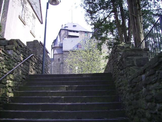 Fruehlingsspaziergang-Schloss Burg an der Wupper. Sb4010
