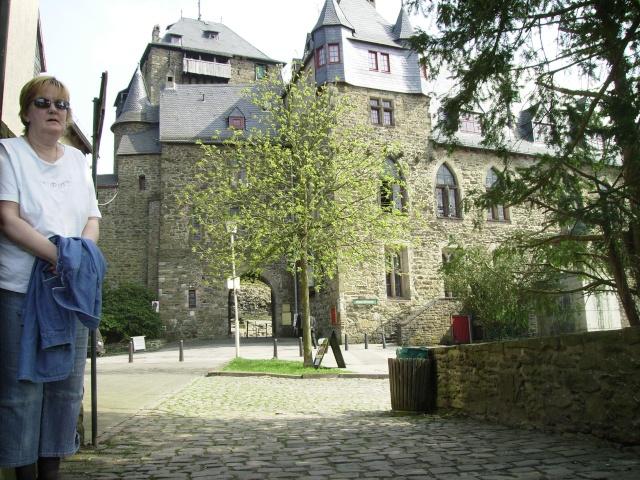 Fruehlingsspaziergang-Schloss Burg an der Wupper. Sb4110