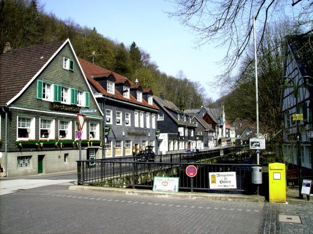 Fruehlingsspaziergang-Schloss Burg an der Wupper. Sb610