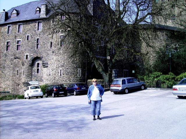 Fruehlingsspaziergang-Schloss Burg an der Wupper. Sb810