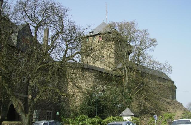 Fruehlingsspaziergang-Schloss Burg an der Wupper. Sb910