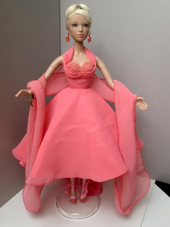 Une Madame Alexander habillée en Gene Tango_17