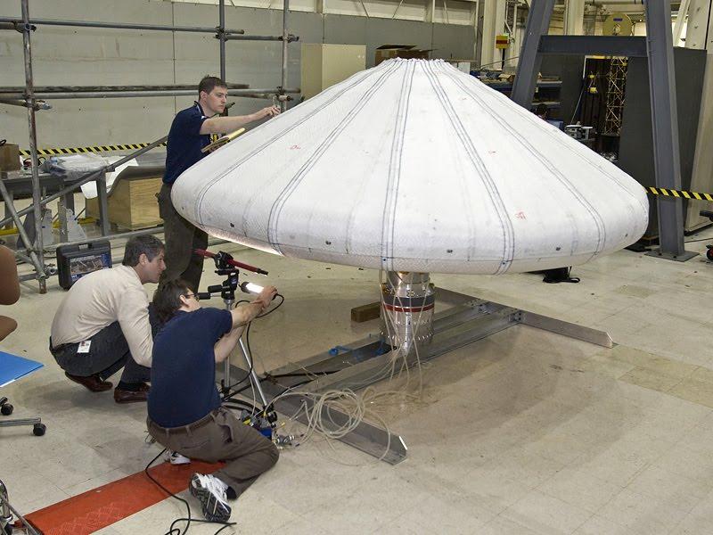 Vaisseau spatial gonflable / Lancement IRVE le 17 août 2009 Inflat10