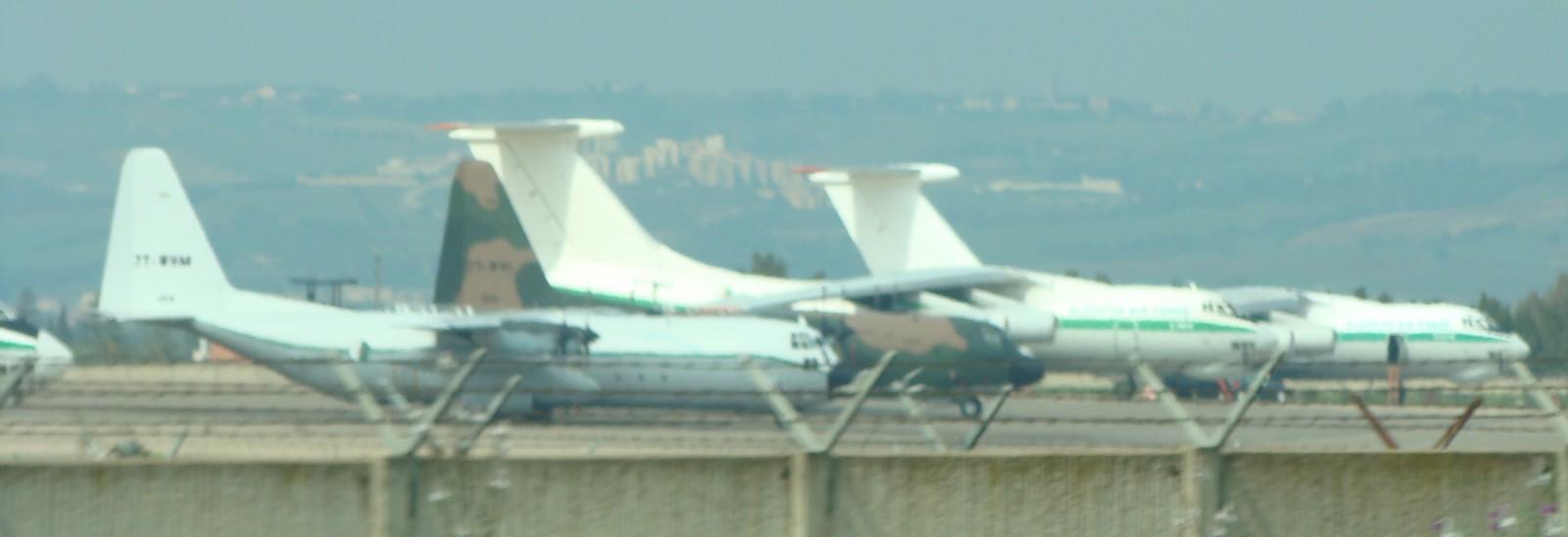 طائرة النقل والتزود بالوقود Il76/78 - صفحة 2 Dsc01410