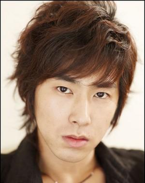 [KR] Dong Bang Shin Ki (chanteurs) Yunho10