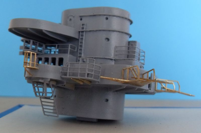 John`s Schlachtschiff Bismarck 1:200 von Amati - Seite 4 Gefech42