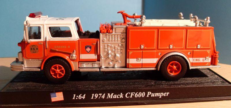 John - Meine BLAULICHTSAMMLUNG / Mack_CF600_Pumper 1974 M 1:64 Mack_c10