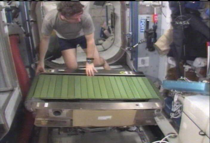 [STS-128: Discovery] suivi de la mission. - Page 4 Colber11