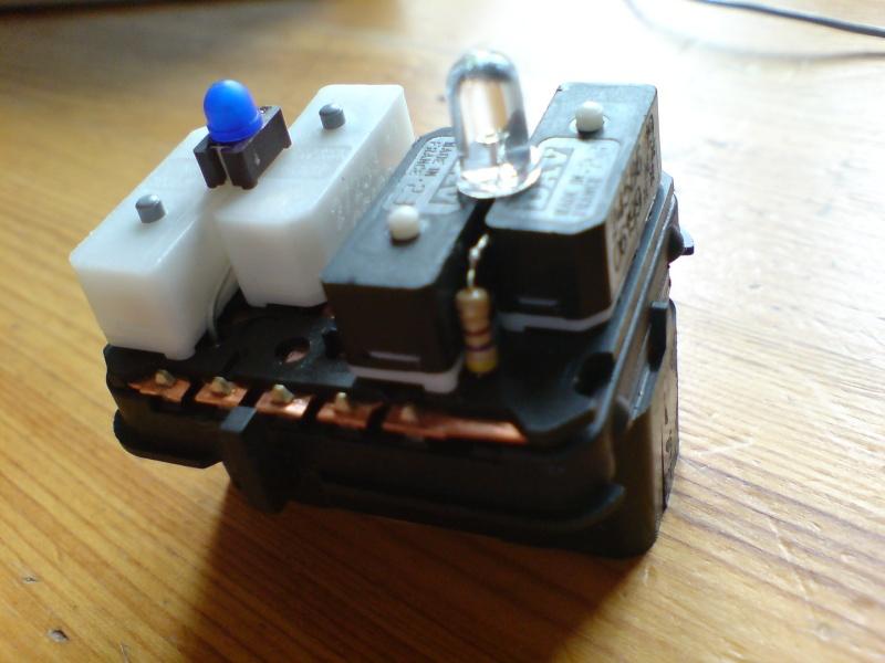Changer les diodes des boutons lèves vitres - Page 2 Dsc00834