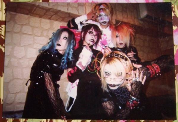 photos ma'die Kusse ( ancien groupe de Ruki, Uruha et Reita). E8ac5710