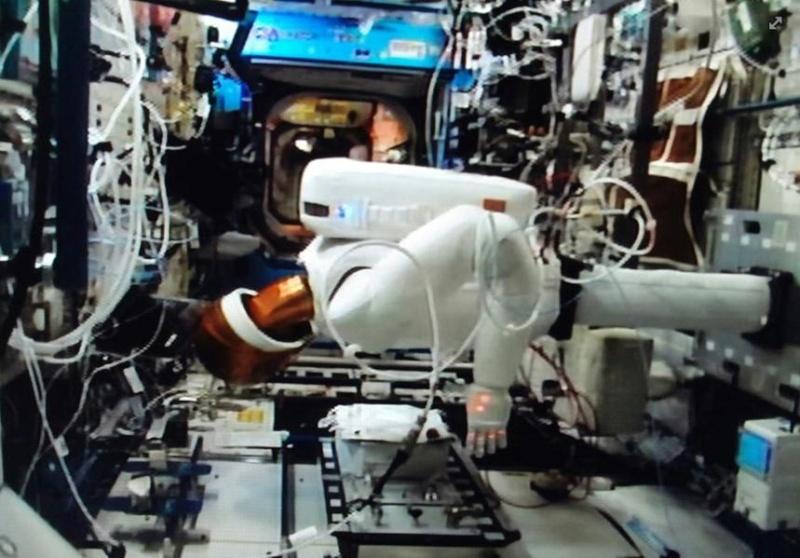 """Le """"Robonaute"""" de la NASA - Page 3 Screen55"""