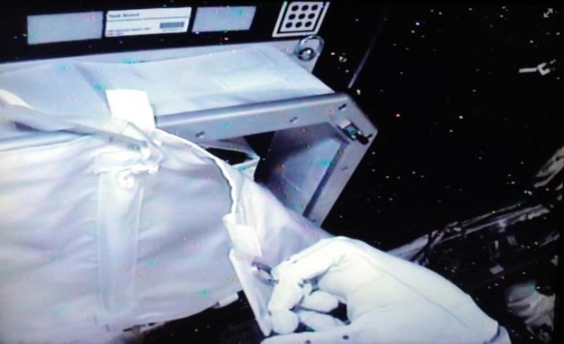 """Le """"Robonaute"""" de la NASA - Page 3 Screen57"""