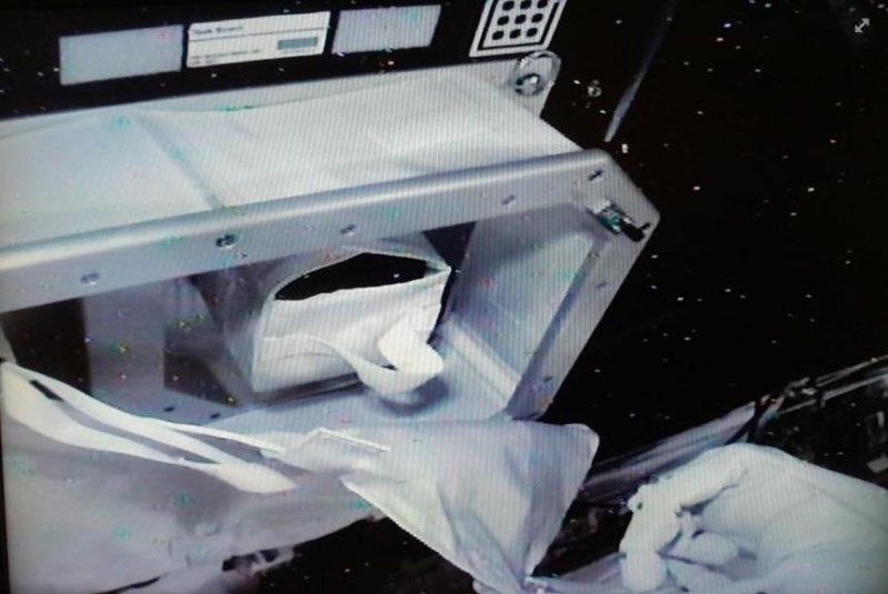 """Le """"Robonaute"""" de la NASA - Page 3 Screen59"""