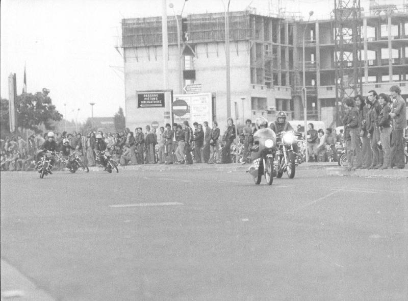RUNGIS, CAROLE & 70's Moto_513