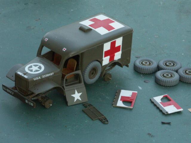 DODGE WC54 Ambulance [ITALERI / BILEK 1/35] - Page 2 Croix-10