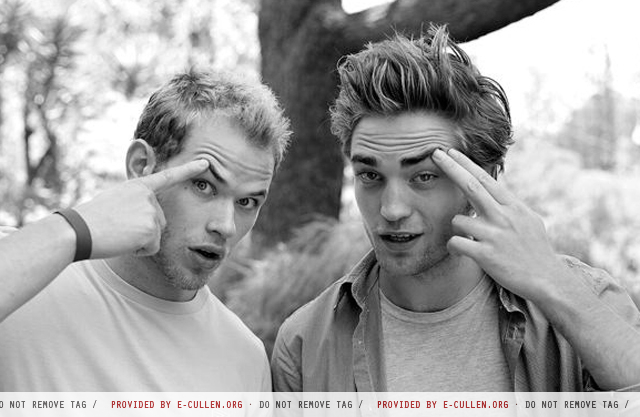 Robert Pattinson Official Gallery - Page 2 00211