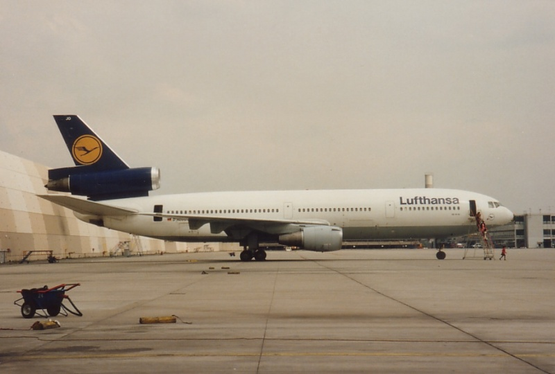 DC-10 in FRA D-adjo10