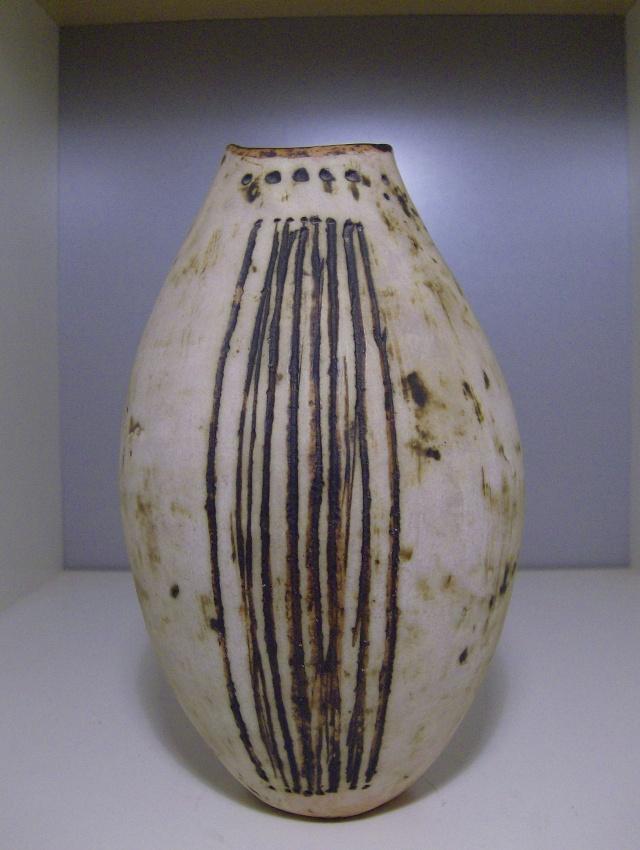 Handbuilt unmarked studio vase Hpim4515