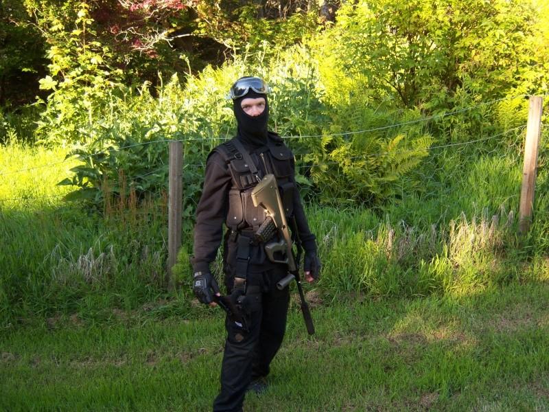Meg og Espen i Swat/special force utstyr 100_0513