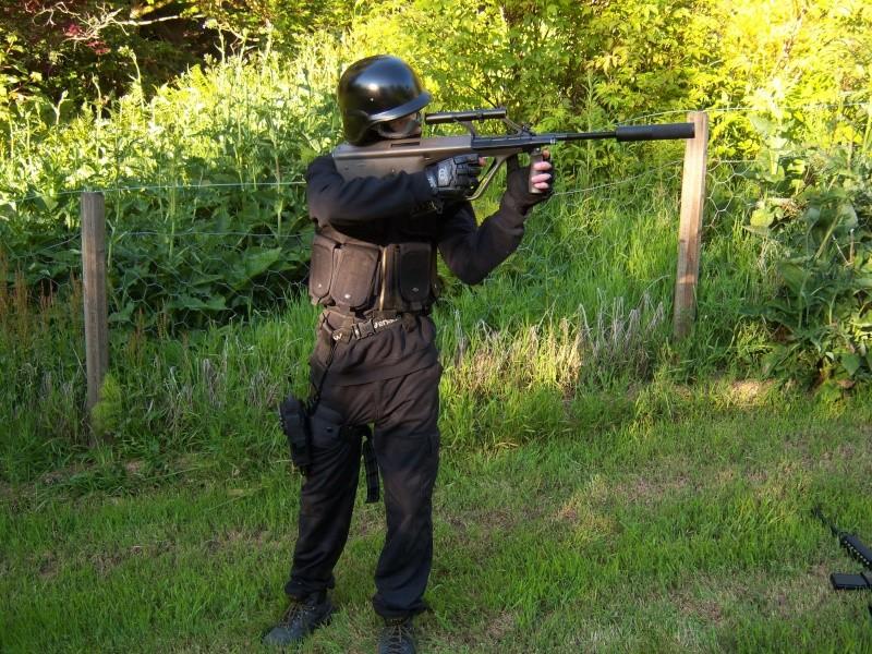 Meg og Espen i Swat/special force utstyr 100_0514