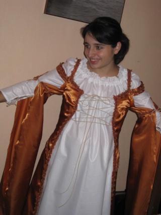 [MEDIEVAL] Robe pour femme enceinte avec le Simplicity S2573 Img_2312