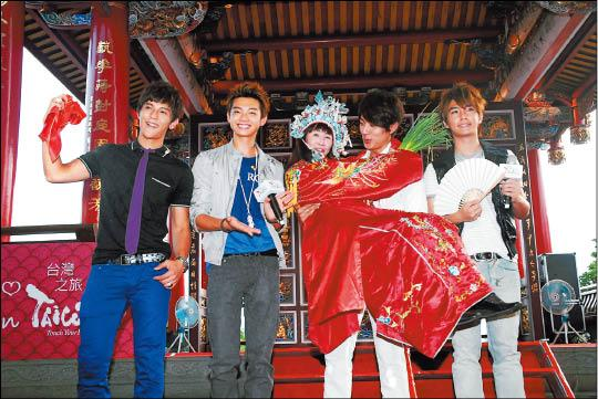 8/15/2009 Fahrenheit Become Taiwan's Tourguides! Lame10