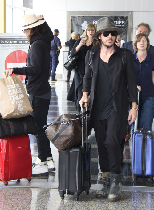 Jared & Shannon at Washington Reagan National Airport - 8 mai 2013 Tumblr23