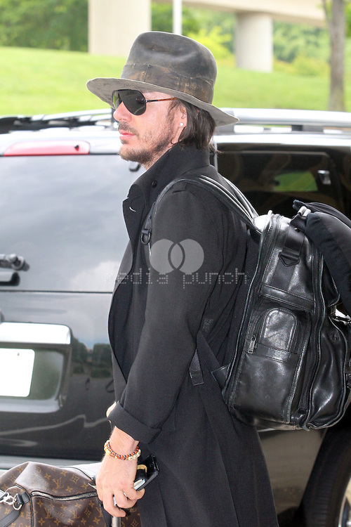 Jared & Shannon at Washington Reagan National Airport - 8 mai 2013 Tumblr26