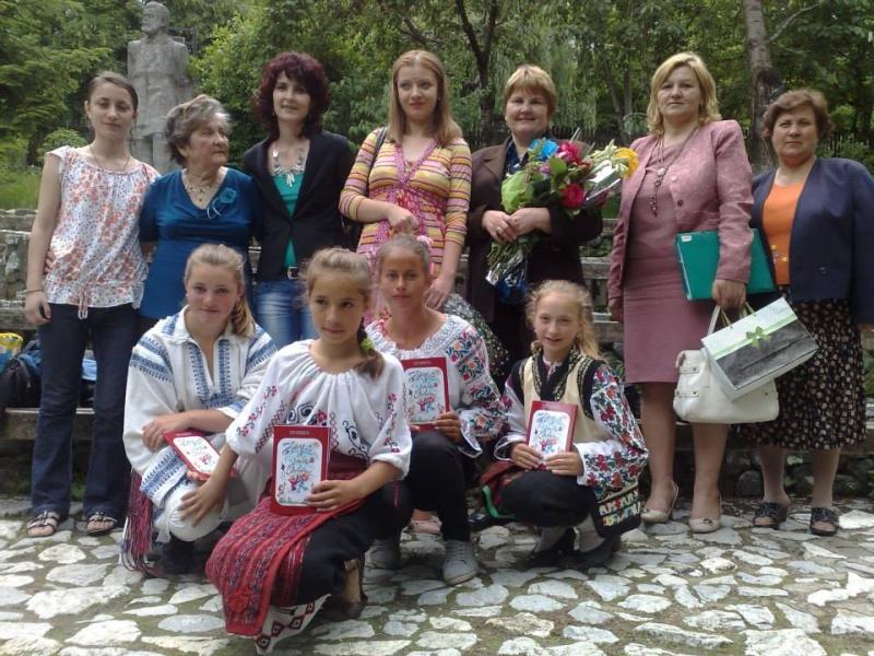 """""""Zâmbete în grădina copilăriei"""" - Lansare de carte si spectacol artistic, 01 iunie2013 610"""