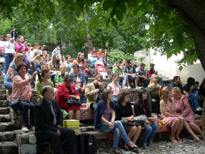 """""""Zâmbete în grădina copilăriei"""" - Lansare de carte si spectacol artistic, 01 iunie2013 Bojdeu11"""