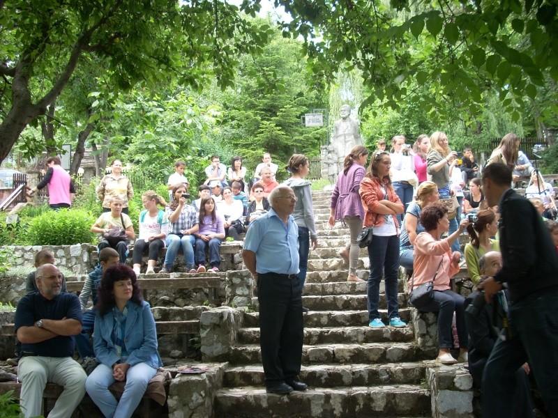 """""""Zâmbete în grădina copilăriei"""" - Lansare de carte si spectacol artistic, 01 iunie2013 Bojdeu12"""