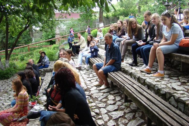 """""""Zâmbete în grădina copilăriei"""" - Lansare de carte si spectacol artistic, 01 iunie2013 Bojdeu13"""