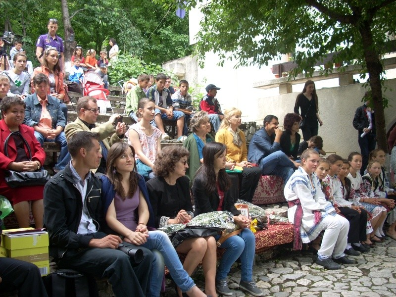 """""""Zâmbete în grădina copilăriei"""" - Lansare de carte si spectacol artistic, 01 iunie2013 Bojdeu15"""
