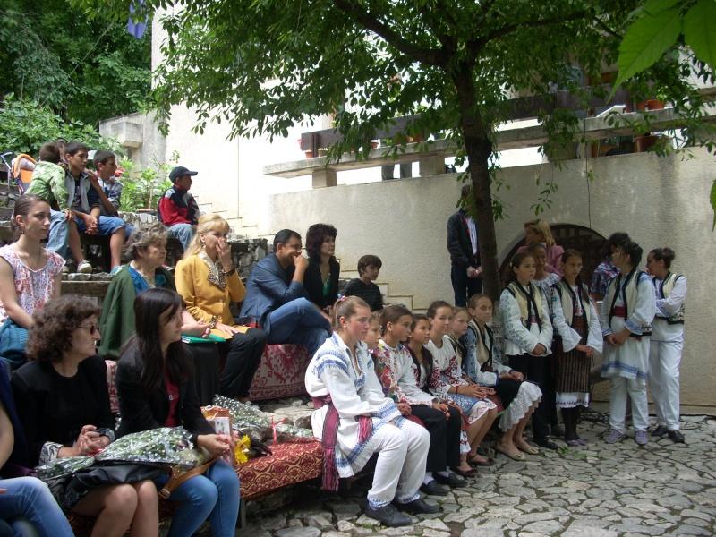 """""""Zâmbete în grădina copilăriei"""" - Lansare de carte si spectacol artistic, 01 iunie2013 Bojdeu22"""