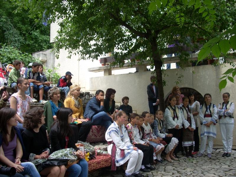 """""""Zâmbete în grădina copilăriei"""" - Lansare de carte si spectacol artistic, 01 iunie2013 Bojdeu23"""