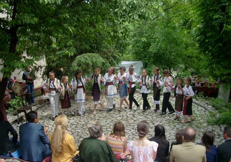 """""""Zâmbete în grădina copilăriei"""" - Lansare de carte si spectacol artistic, 01 iunie2013 Bojdeu24"""