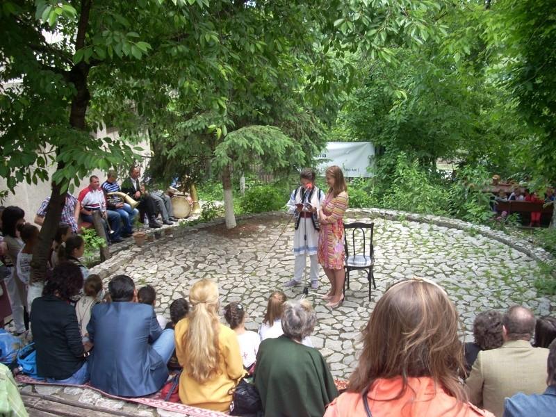 """""""Zâmbete în grădina copilăriei"""" - Lansare de carte si spectacol artistic, 01 iunie2013 Bojdeu35"""