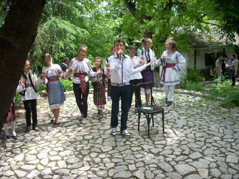 """""""Zâmbete în grădina copilăriei"""" - Lansare de carte si spectacol artistic, 01 iunie2013 Bojdeu37"""