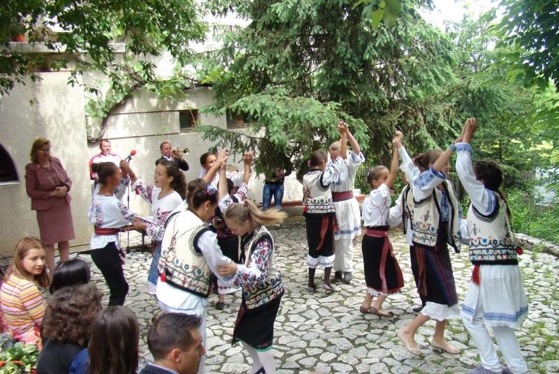 """""""Zâmbete în grădina copilăriei"""" - Lansare de carte si spectacol artistic, 01 iunie2013 Bojdeu43"""