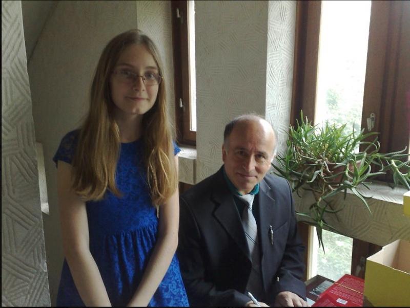 """""""Zâmbete în grădina copilăriei"""" - Lansare de carte si spectacol artistic, 01 iunie2013 Clip_210"""