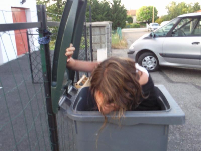 johanna et ça poubelle Photo015