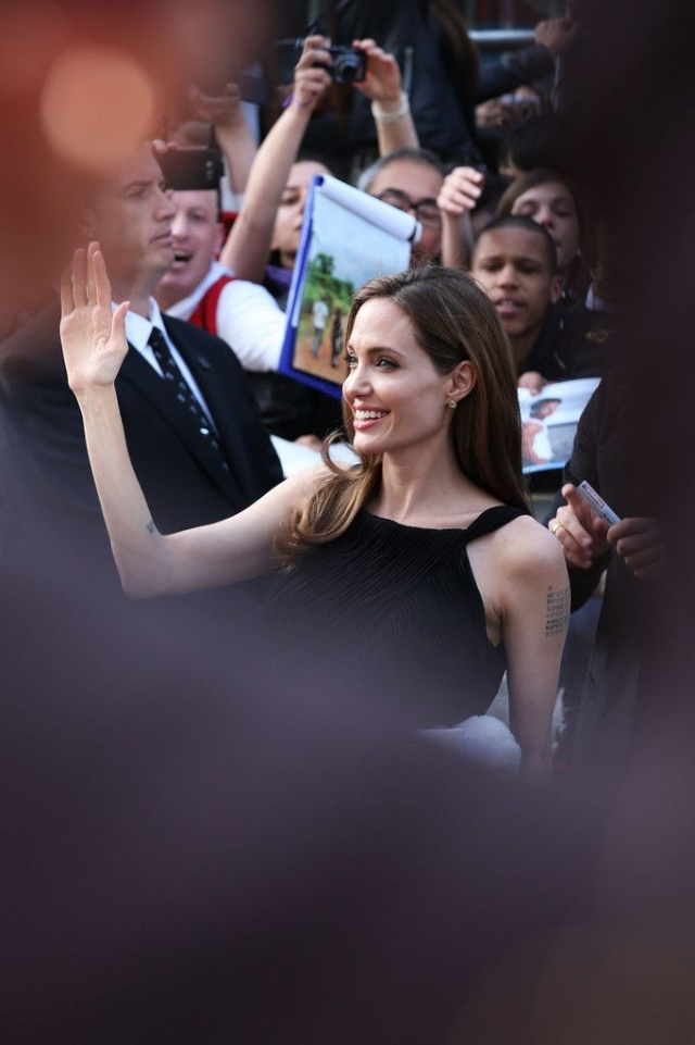 Brad and Angelina at World War Z Premiere..Leicester Square, London..June 2nd, 2013 - Page 3 00122712