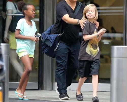 Shiloh and Zahara shopping in New York...June 18th 2013 0019815
