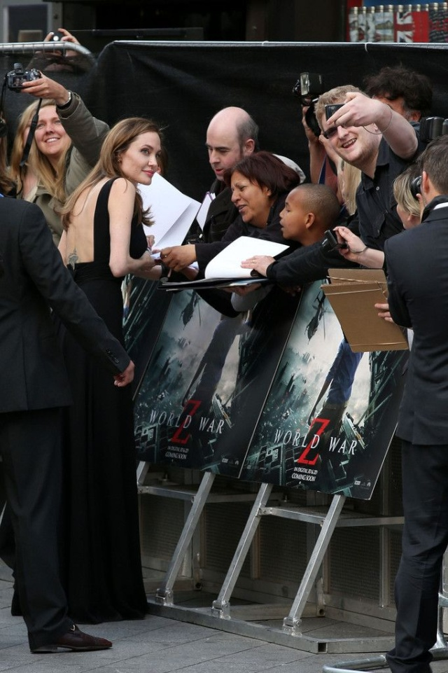 Brad and Angelina at World War Z Premiere..Leicester Square, London..June 2nd, 2013 - Page 3 001_co12