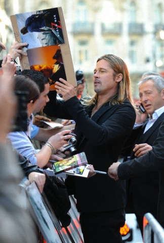 Brad and Angelina at World War Z Premiere..Leicester Square, London..June 2nd, 2013 - Page 3 0026615