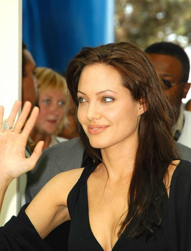 Angelina at ComicCon..July 19th 2003 00335715